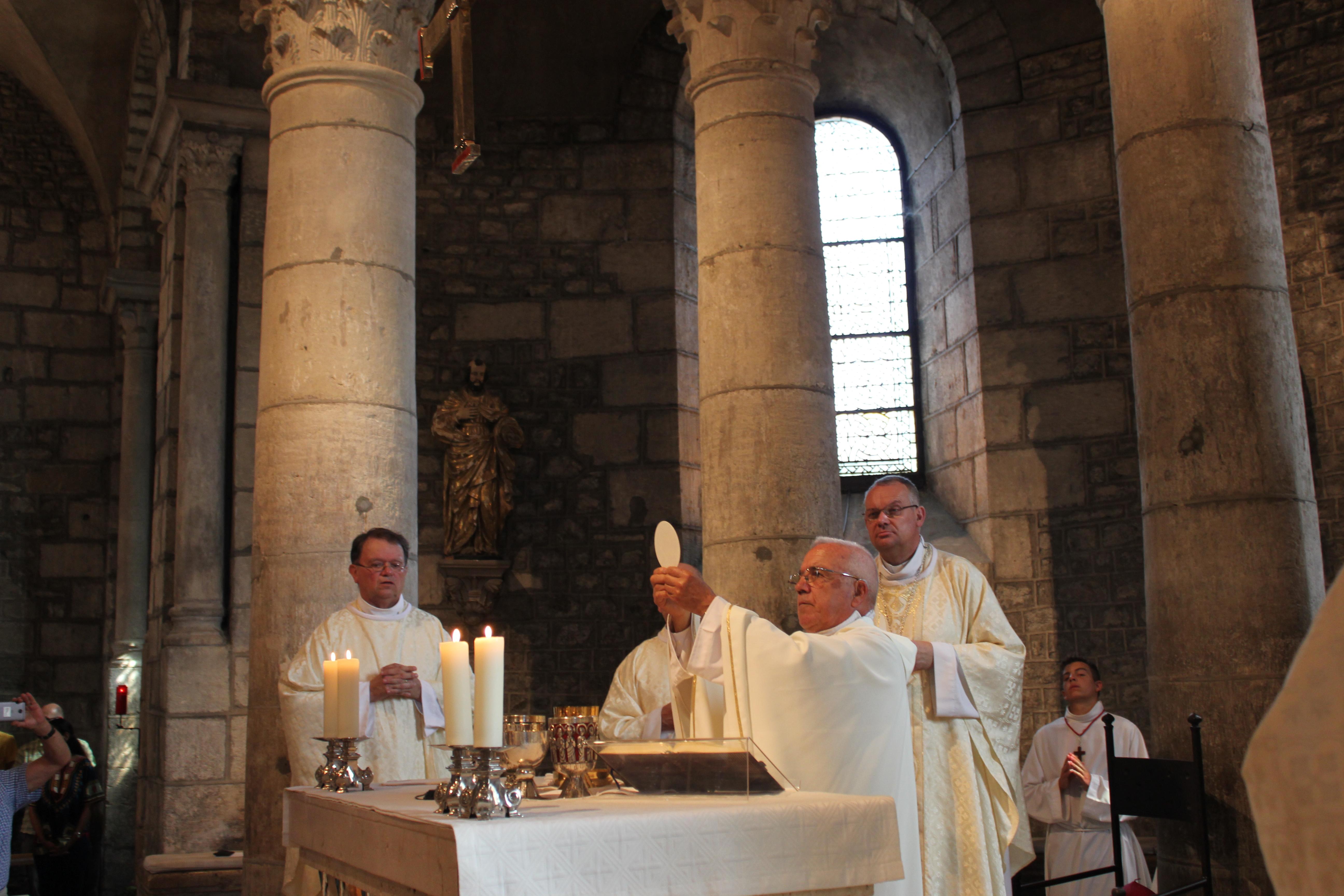 Messe d'action de grâce de 40 ans de sacerdoce du père Léon